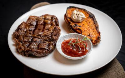 Steak vom Sylter Galloway mit gebackenen Süßkartoffeln für 4 Personen